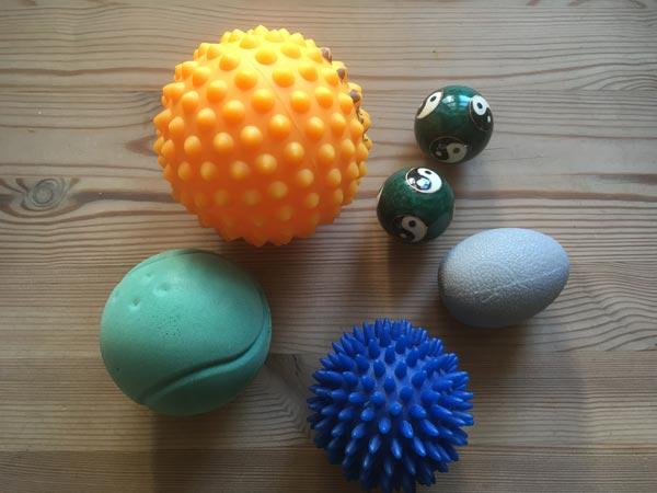 ergoterapeutisk træning med forskellige bolde